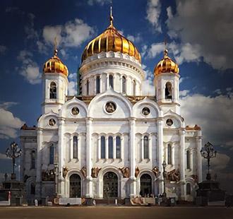 Поход в церковь можно начать и с туризма - например, Храм Христа Спасителя
